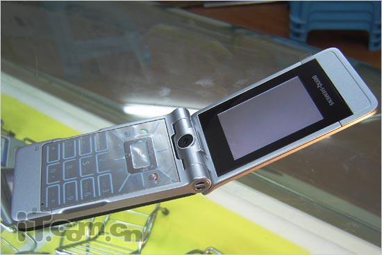 金属战士明西超薄翻盖EF81只卖2050