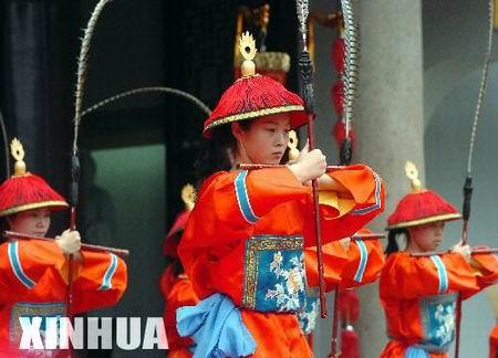 组图:纪念孔子诞辰2555周年祭祀大典(2)