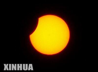 组图:奇妙的日偏食(2)