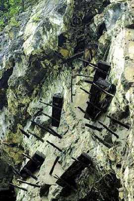 科技时代_重庆小三峡千年悬棺、古栈道之谜至今难解开