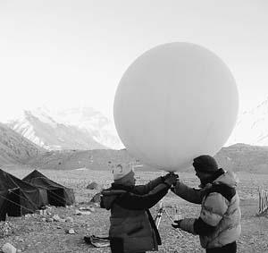 科技时代_世界之巅六个追问 珠峰冰川退缩有多严重?