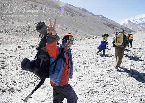 科技时代_珠峰测量开始登顶倒计时 14名队员进军6500米