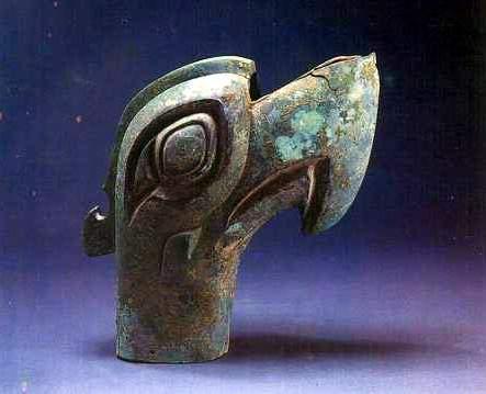 科技时代_三星堆文物展示:铜鸟头(图)