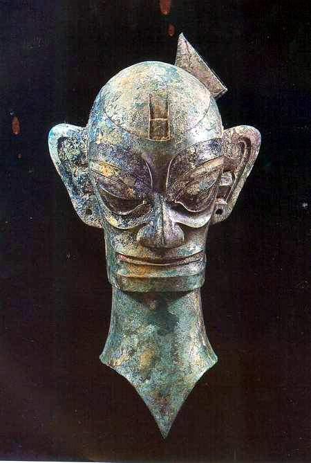 科技时代_三星堆文物展示:铜人头像(图)