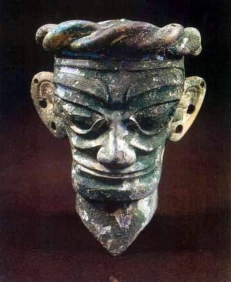 三星堆文物展示:铜人头像(图)