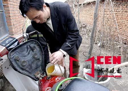 科技时代_村民家中井水变油水 使摩托车正常行驶(图)