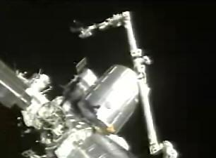 科技时代 科学探索 发现号航天飞机重返太空专题 > 正文  机械臂将
