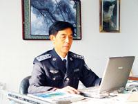 科技时代_美术老师改行当警察 赵成文识人识面还识骨