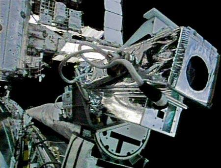 新浪科技 : 图文:轨道器吊杆传感器的摄像机和传感器