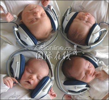 科技时代_斯洛伐克新生宝宝听古典音乐缓解压力(图)