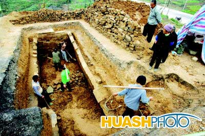 科技时代_重庆丰都汉代墓穴发现罕见胡人俑(组图)