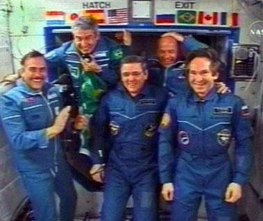 科技时代_美国宇航员即将返回地球 最想喝咖啡吃沙拉