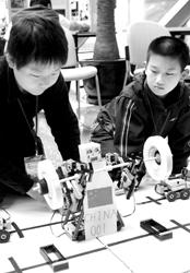 中国青少年机器人竞赛上海选拔赛上午举行