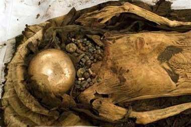 科技时代_秘鲁出土女性木乃伊 手臂纹身复杂珠宝陪葬