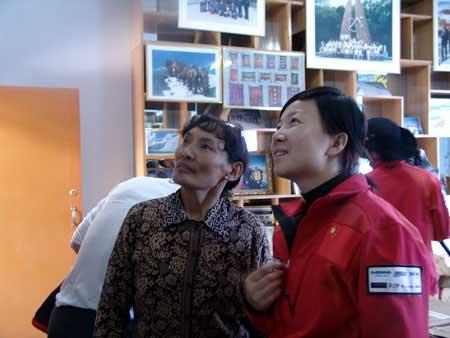 科技时代_图文:珠峰大行动志愿者参观西藏登山队荣誉室