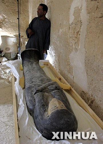 科技时代_埃及国王谷发现第18王朝时期的木乃伊(组图)