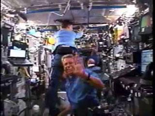 科技时代_组图:发现号宇航员进入国际空间站