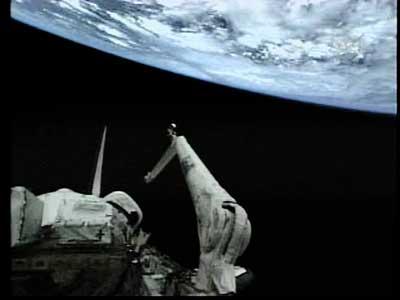 科技时代_发现号体检无明显外伤 检查后与空间站成功对接