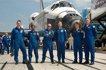 科技时代_图文:宇航员在发现号前作简短讲话