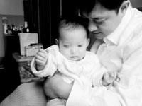 科技时代_北京一岁女童患上罕见石骨症(图)