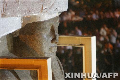 科技时代_埃及法老拉美西斯二世巨型雕像搬家(组图)
