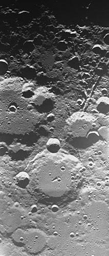 科技时代_图文:SMART-1号拍摄的白里安和帕斯卡环形山