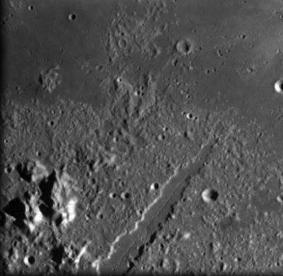 科技时代_图文:SMART-1号拍摄的月球阿尔卑斯山