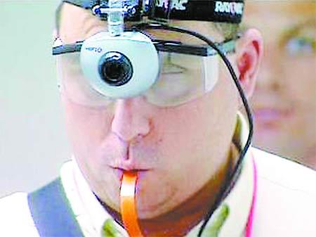 科技时代_高科技让盲人能用舌头看东西