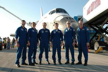 科技时代_组图:美国亚特兰蒂斯号航天飞机平安到家