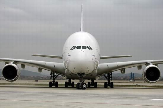 科技时代_图文:最大客机A380抵达广州白云机场