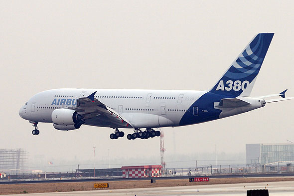 科技时代_世界最大客机A380抵达北京进行6小时静态展示