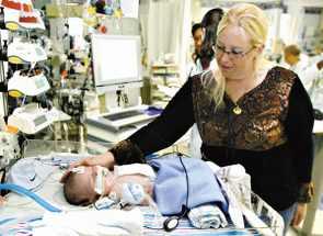 科技时代_美国男婴心脏长在身体外(组图)