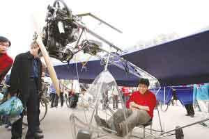 科技时代_武汉大学生造飞机试飞被紧急叫停(图)