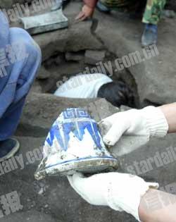 科技时代_西交民巷古井挖出大量陶瓷物品(图)