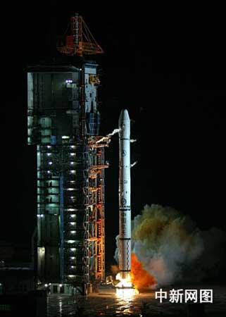 科技时代_组图:中国长征火箭托举鑫诺三号成功发射