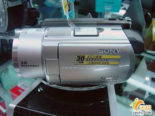 索尼首款硬盘摄象机SR100E套机9200元