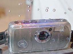 把数码相机扔到水里 防水宾得WP露面