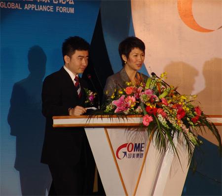 科技时代_图为:2007国美全球家电论坛主持人