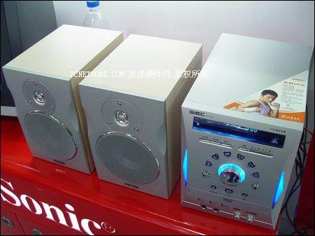 双重享受优派多媒体LCD送微型音响