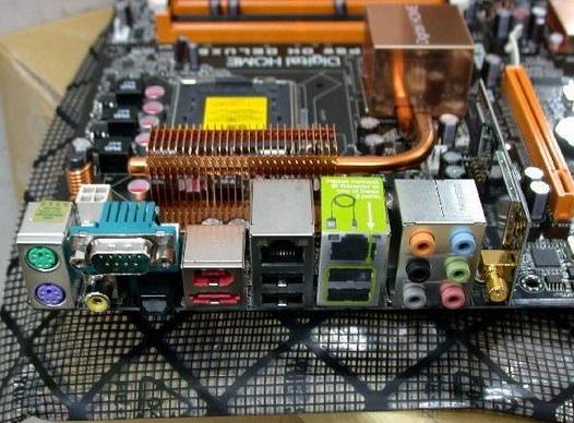 首款Conroe载无线功能主板开始销售!