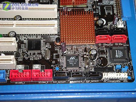 DDR21800华硕工作站级扣肉975X曝光