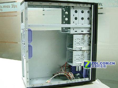 科技时代 硬件 > 正文      侧板上的安全锁和出风口,可以看到出风口