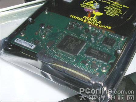 磁盘控制电路板采用了主控制芯片与磁盘缓存分离设计