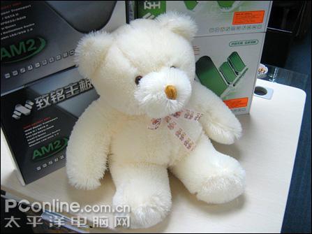 这也可以?致铭四款主板送绒毛玩具熊熊