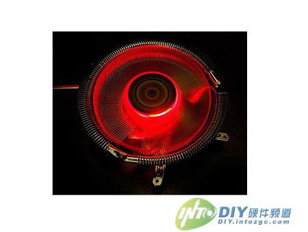 散热风扇带有有红色led灯,点亮后效果很绚丽.