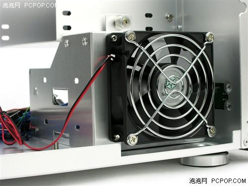 硬件 正文      机箱的内部结构与银欣的卧式机箱大体相同,改变的仅仅