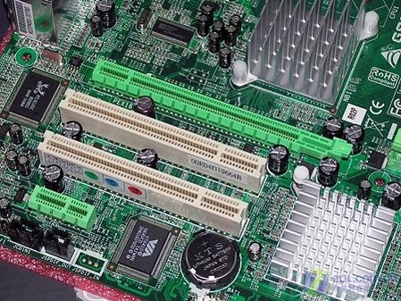 攒酷睿并不贵 映泰965主板带显卡售899元