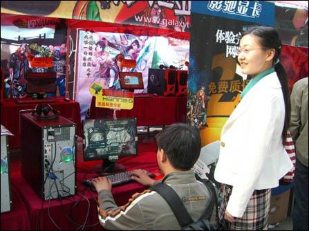 国志3》中的水湘灵的cosplay服装,并在瀚斯宝丽的个性经典液晶电视