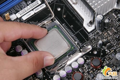 菜鸟晋级必修课程!图解Intel电脑组装过程