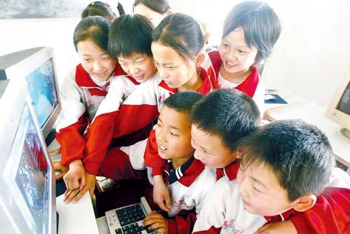 科技时代_37%儿童认为网络比同学有趣 博客QQ成新宠